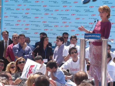 Esperanza Aguirre, durante un acto electoral para las autonómicas de 2003.EFE