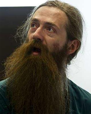 El gereontólogo biomédico inglés Aubrey de Grey a su llegada a 'El Ser Creativo' en el I Congreso de Mentes Brillantes, que se ha inaugurado hoy en Málaga. EFE