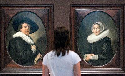 'Retrato de un hombre, Retrato de una mujer' del pintor holandés Frans Hals que forman parte de la exposición 'La edad de oro' que acoge el Museo Guggenheim Bilbao, una muestra de los fondos del Städel Museum de Fráncfort, que se considera una de las colecciones de pintura holandesa y flamenca del siglo XVII más importantes de Europa.