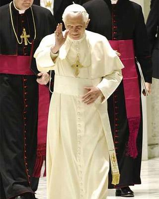 El papa Benedicto XVI revela que había un lobby gay en