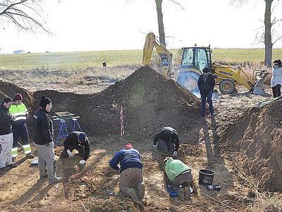 Trabajos de exhumación en una fosa común de la represión franquista. León./