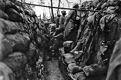 Imagen de una trinchera francesa, publicada en La batalla del Somme' (Ariel), de Martin Gilbert.