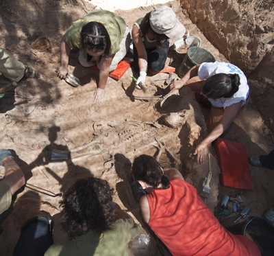 Trabajos de exhumación ayer en la fosa. - Ricardo Ordóñez