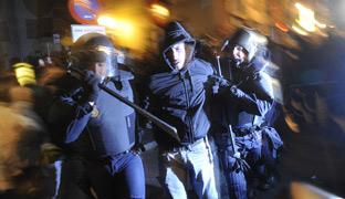 Violenta carga y 9 detenidos en Madrid 1328908535962madrid-2colc2