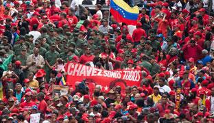 Manifestación multitudinaria en Caracas en apoyo a Chávez