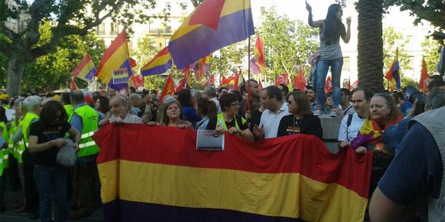 Abdica el rey de España 1401733117031valencia-2